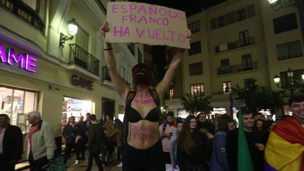 La manifestación a su paso por la plaza del Palillero.