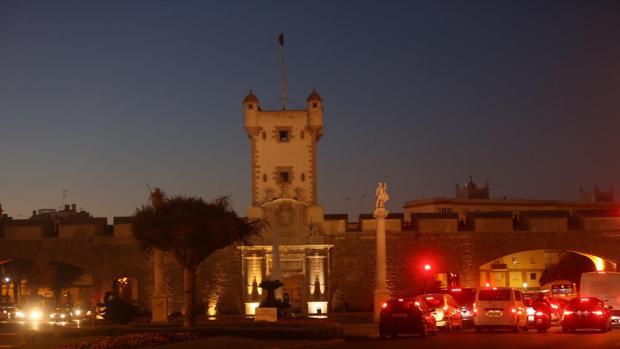 Las Puertas de Tierra no cuentan con ningún tipo de iluminación navideña, al igual que la Avenida.