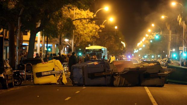 Corte de calles tras la manifestación contra Vox en Cádiz del pasado martes.