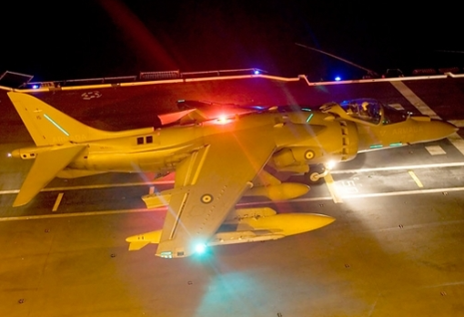 Un avión Harrier en la cubierta del 'Juan Carlos I'.