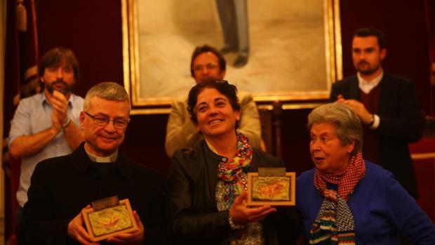 Los premiados, en el Salón de Plenos del Ayuntamiento gaditano.