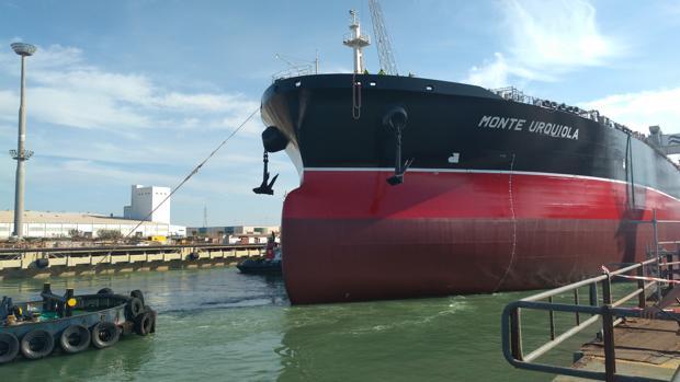 Flotaduira del tercer petrolero, el 'Monte Urquiola', el pasado octubre
