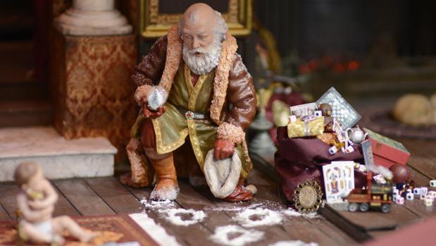Este revolucionario Belén de San Fernando ha integrado a Papa Noel en el Nacimiento tradicional.