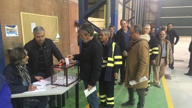 Votación en el astillero de San Fernando de los afiliados de CC OO este martes