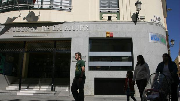 Fachada del edificio que alberga la Fundación Municipal de la Mujer.