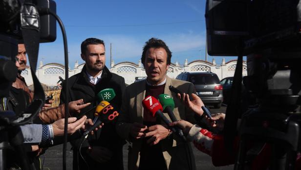 Martín Vila y José María González, esta mañana en el nuevo aparcamiento