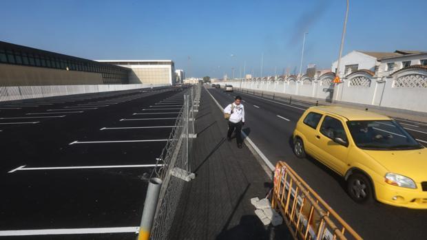 Hoy se ponen a disposición 304 plazas de aparcamiento gratuitas en la avenida de Astilleros.