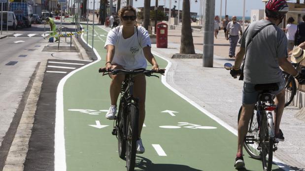 Ayuntamiento y Asamblea ciclista han mantenido un encuentro para abordar varias cuestiones acerca de la implantación del carril bici en la ciudad.