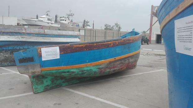 Algunas de las pateras que se muestran en el puerto de Barbate.