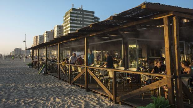 Los chiringuitos de las playas de Cádiz, en el punto de mira