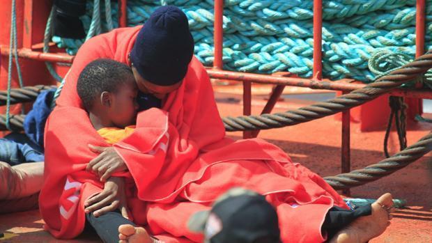 Foto de archivo de un rescate en aguas de Algeciras meses atrás.