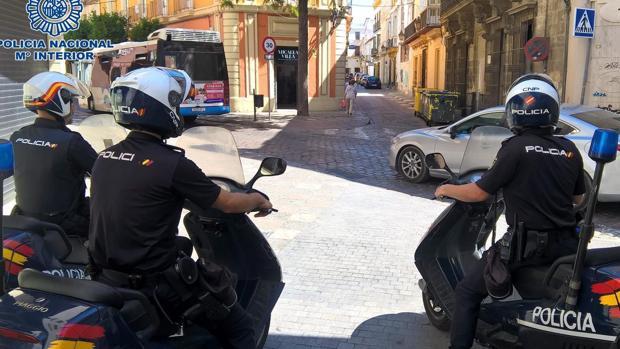 Los agentes de Policía detuvieron a dos implicados.