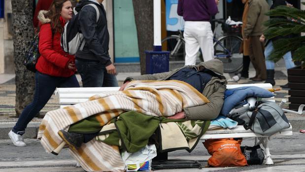 Las asociaciones consideran que hacen falta más equipos de calle para dar atención a las personas sin hogar.