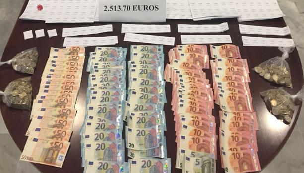 Incautación de dinero procedente de la venta de lotería ilegal.