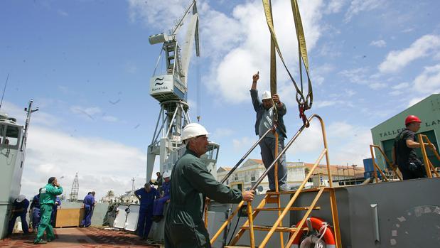 Pruebas de mar de las lanchas de desembarco construidas en San Fernando para Australia