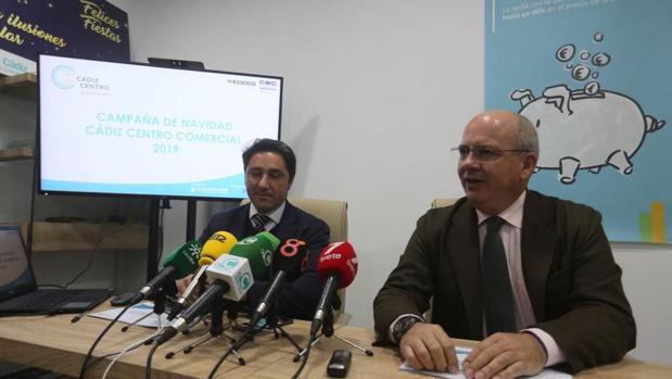 Manuel Queiruga, de Cádiz Centro, junto con el presidente de la CEC, Javier Sánchez Rojas.