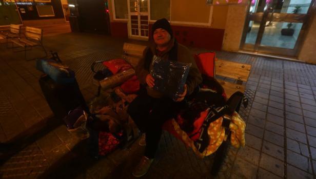 Una persona sin hogar esta semana en Cádiz.