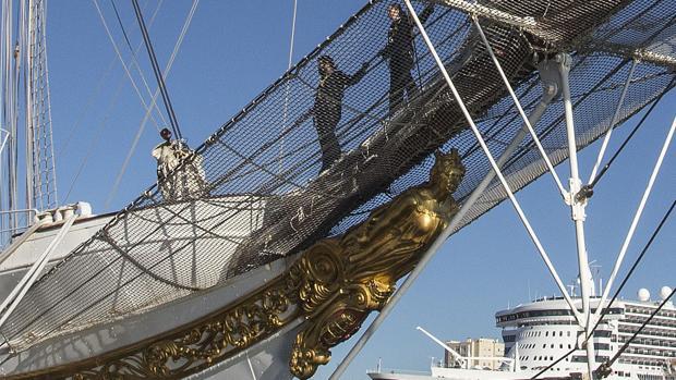 El mascarón de proa del buque escuela de la Armada Española Juan Sebastián de Elcano, que representa a la diosa Minerva.