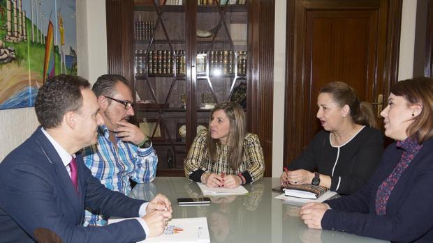 Reunión entre la plantilla de Konecta y la presidenta de Diputación.
