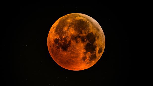 El eclipse de luna al 100%.