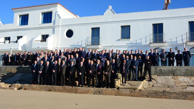 Foto de grupo de los participantes en MAROPSWG en el hotel Playa de la Luz, de Rota, donde se han realizado las reuniones de trabajo.