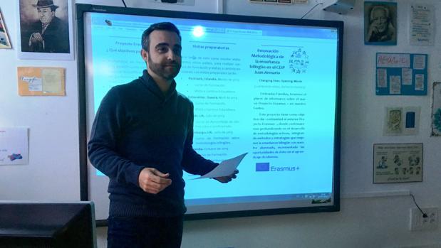 El director del centro Ángel Baizán en una jornada formativa del profesorado previa a las visitas a otros centros