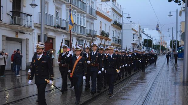 Desfile de las unidades desplegadas.