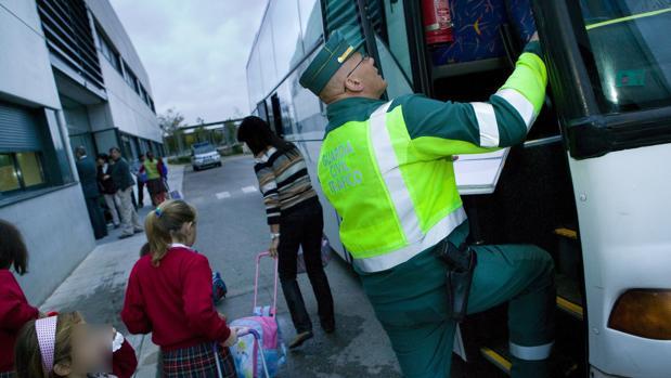 La DGT intensifica desde este lunes la vigilancia del transporte escolar en las carreteras de la provincia