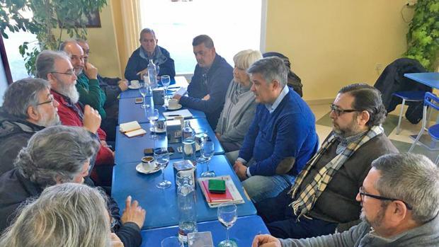 Momento de la reunión entre los representantes del PP y el comité de empresa del astillero de Puerto Real