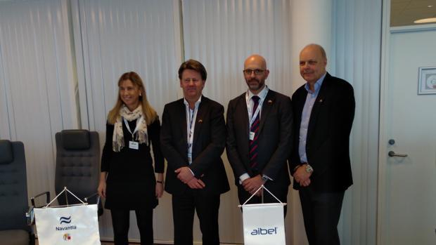 Javier Herrador, segundo por la derecha, tras ka firma del acuerdo en Oslo