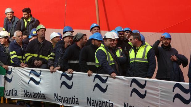 Protesta de los trabajadores durante la entrega del 'Monte Urquiola' el pasado enero