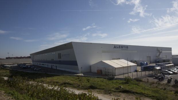 Vista panorámica de la planta de Alestis en el polígono del Trocadero de Puerto Real