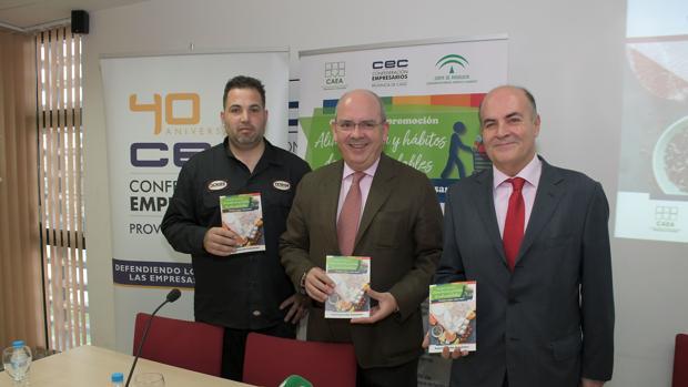 """1. acto de presentación de la campaña """"Compra súper, come sano"""". De izquierda a derecha: Mauro Barreiro, Javier Sánchez Rojas y Antonio Colsa."""
