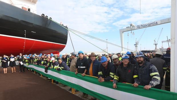 Protesta de los trabajadores el pasado enero durante la entrega del tercer petrolero