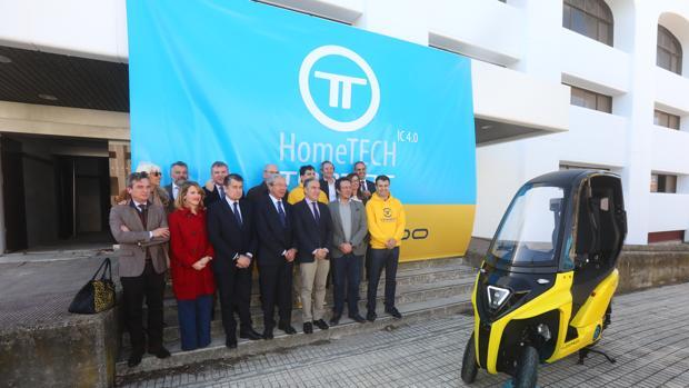 Autoridades y directivos de Torrot en la nueva factoría de la Zona Franca
