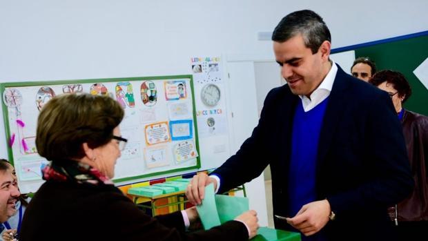 Pepe Ortiz votando en unos comicios anteriores.