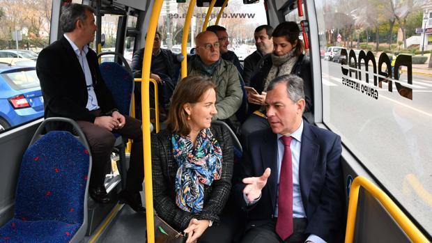 El alcalde José Luis Sanz y la delegada territorial de Fomento, Soledad Cruz-Guzmán