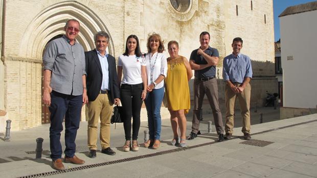Mariano Ganfornina (izda.), con miembros de la plataforma