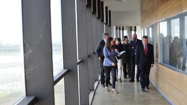Visita de directivos de Navantia y la alcaldesa al Parque de la Historia y el Mar.