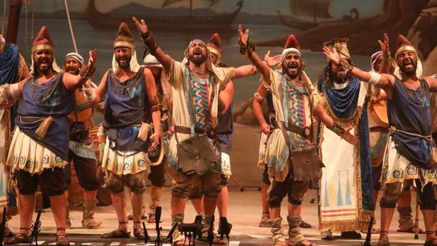 Comparsa «La tierra prometida» en su actuación de cuartos en el Falla