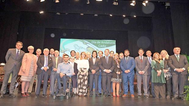 El teatro Florida de Algeciras ha acogido este acto de entrega de banderas de Andalucía.
