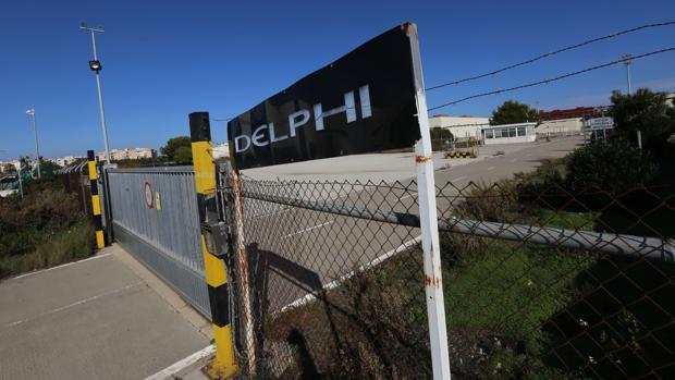 Acceso principal a la factoría de Delphi, en el polígono del Trocadero