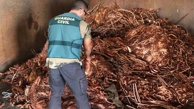 La Guardia Civil ha desmantelado una organización criminal acusada de robar más de cien toneladas de cobre