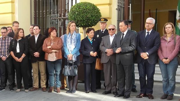 Los padres de Ana Hidalgo, en el centro de la foto con José María Román.