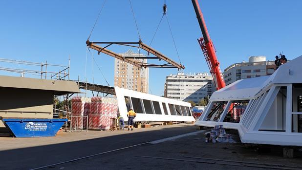 Las estructuras para los nuevos camarotes se descargaron este lunes