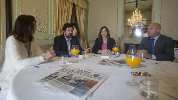 Guadalupe Ortiz, de la UCA; Carlos Guerrero y Jessica San Torcuato, de Hiscox, y José Manuel Vargas, de Deloitte.