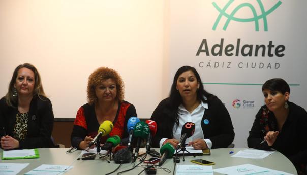 Las cuatro dirigentes de Podemos y Ganar Cádiz que han presentado la confluencia 'Adelante Cádiz'