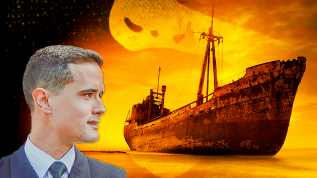 Fotomontaje del autor y el barco en el que se ambienta la novela.