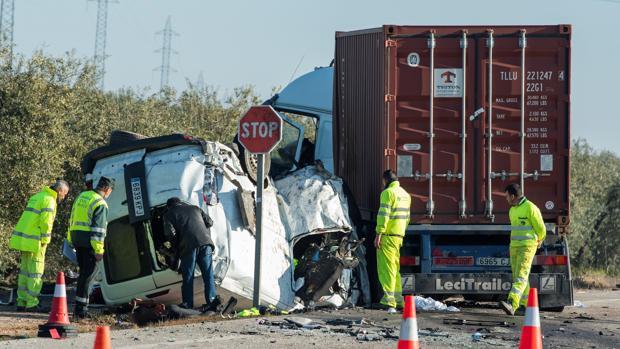 Así quedó la furgoneta donde viajaban los cinco trabajadores que perdieron la vida en febrero