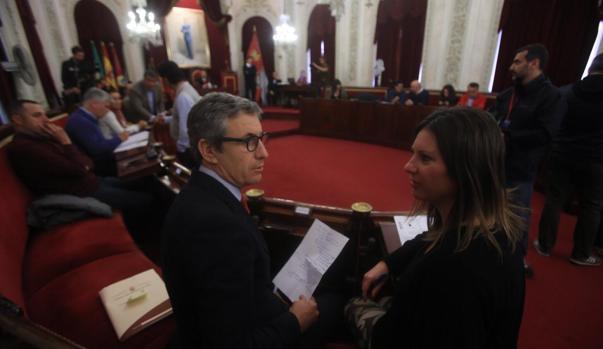 Juan Manuel Pérez Dorao y María Fernández-Trujillo participaron en el Pleno extraordinario como concejales del grupo no adscrito